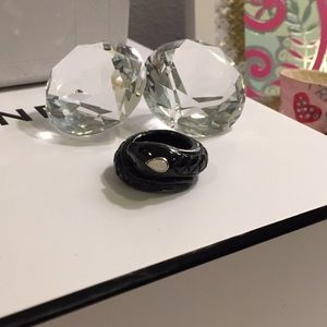 Accessories - Very unique black Onyx Ring